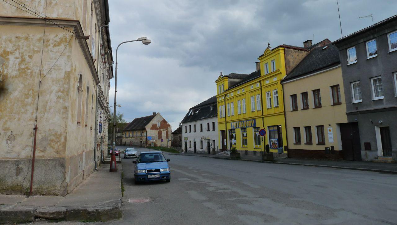 Die Hauptstraße von Bezdružice © David Ehl
