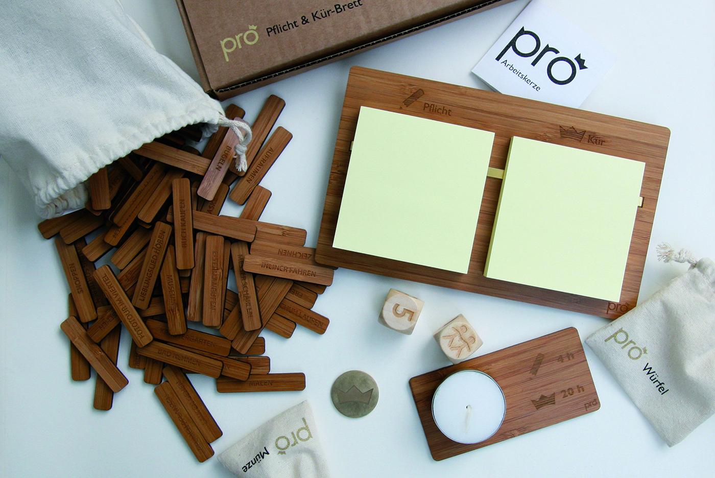 """Das Set """"Pro – Du bist der Prokrastinationskönig, die Prokrastinationskönigin"""" beinhaltet fünf verschiedene Elemente, die beim Prokrastinieren helfen sollen. (Foto: Anna Sommerer)"""